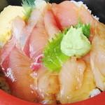 ふるさと味覚館 - 今日の地魚はメジナとブリ