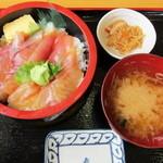 ふるさと味覚館 - 料理写真:地魚丼