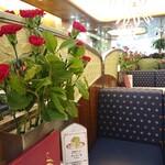139614899 - 【1階席の雰囲気】                         「昭和レトロ」「純喫茶」を巡るのが好きな人は、ぜひ訪れていただきたい空間。