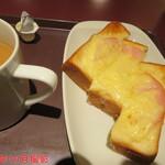 トラジャコーヒー - モーニングセット(チーズトースト) 390円(税込)