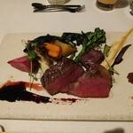 139645682 - 牛フィレ肉のロースト 九条葱味噌と醤油塩 京地野菜添え