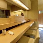神楽坂ささ木 - 店内内観  ご主人のお父様から引き継いだお店です。 お父様は神楽坂で10年前に『喜想庵ささ木』を開店され、そちらで現在も現役です♪