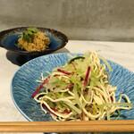 139657573 - 前菜、赤大根とセロリのサラダ。