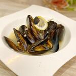 原価ビストロ チーズプラス - ムール貝の白ワイン蒸し
