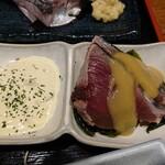 釣りあじ食堂 - 鰹刺身とタルタルソース