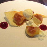 Atelier Trois - デザート~イチジクのキャラメリゼ マスカルポーネクリーム バニラアイス ラングドシャ 木苺のソース