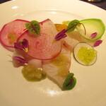 Atelier Trois - 前菜~カンパチのミキュイ(半焼き)・ウニ・彩り大根(レディース大根・ビタミン大根・黒大根)・