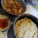 139695991 - 西成ホルモン風菊脂醤油馬鹿つけ麺