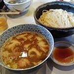 139696016 - 西成ホルモン風菊脂醤油馬鹿つけ麺