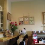 ローズマリー - 店内。パンダがお出迎えしてくれます。