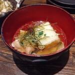 魚と旬菜と日本酒 炙りのどまん中 - お通し 揚げ出し豆腐