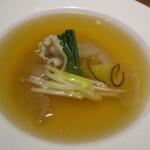 139705700 - フカヒレ姿入り金華ハムの上湯とろみスープ 季節野菜とともに +¥5000