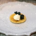 グルマンディーズ - ブリニ、 キャビア、 クリームチーズ