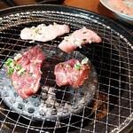 焼肉酒場新世界 - ハラミと豚トロ