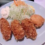 tonkatsutowashokunomisechouhachi - 牡蠣フライ(3個)1,350円+カニクリームコロッケ単品450円
