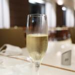 139717470 - 長男が注文 スパークリングワイン