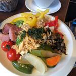野菜がおいしいダイニング LONGING HOUSE - サラダ一皿目