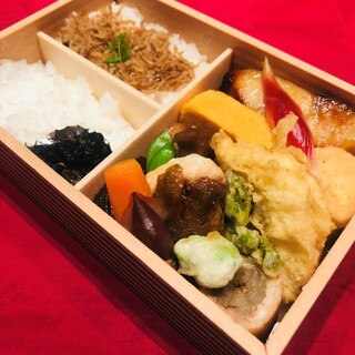 季節の旬菜弁当2,000円(税込)