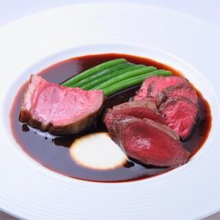 自慢のジビエ料理。オーナー自ら狩猟した食材を使用しております