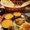 サーガル - 料理写真:セット。カレー3種(チキンと卵のカレー、野菜カレー、シーフードカレー)サラダ、ナン、タンドリーチキン、シークカバブ