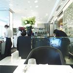 ドルチェ ポンテベッキオ - 白を基調としたスタイリッシュな空間。