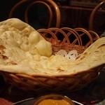 サーガル - 絶品☆ふわふわモチモチのでっかいナンです♪