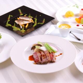 様々な表情を見せるコース料理を、お手頃価格でお楽しみください