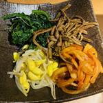きた松 - ナムル盛り合わせ 680円