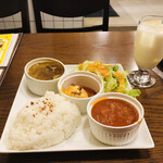 BENGAL - 日替わりランチ。             少しずついろいろ食べたい女子心に寄り添った盛り合わせ(๑˃̵ᴗ˂̵)