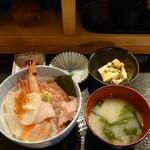 すぎ屋 - 料理写真:海鮮丼(上)