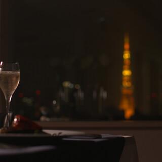 東京タワーの夜景を眺めながら雰囲気を楽しむディナー