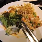 アジアンパーム - 2皿目 タイ風炒飯、焼きそば、野菜