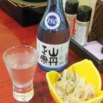 川崎屋 - 冷酒「山丹正宗」と付き出し。