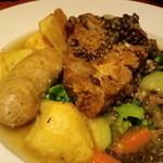 ブラッスリー ル トレフル キャトル - 長崎県産もち豚と白金豚ソーセージ、レンズ豆の煮込み