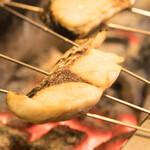炭焼き すみれ - 本日の魚一夜干(自家製)の焼風景