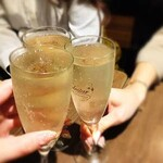 もぐら酒場 アジイチバ - 樽詰めスパークリングワインで乾杯♪