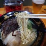 元祖 中洲屋台ラーメン 一竜 - 麺リフト。