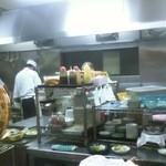 13978002 - カウンター席から見た厨房の様子です