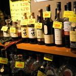 酒山田や スタンドパブNARU - 2012.7 店内は値札付きの酒瓶が並びます