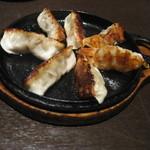 芋蔵 - 黒豚餃子