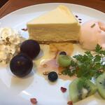 139827212 - ニューヨークチーズケーキのプレート