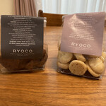 PÂTISSERIE RYOCO - ロシェ ショコラ&ロシェ ナチュール さくほろで劇的に美味しかった。