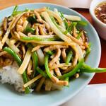 中華の永楽 - 豚肉ピーマン丼