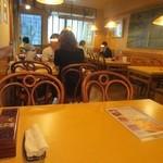 サイゴン・レストラン - 土曜日は全て予約客で満席です