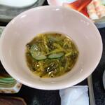 旅館 柳の湯 - 菊入りのめかぶ