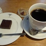 139853993 - マンデリンとチョコケーキ