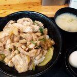 伝説のすた丼屋 - すた丼並盛り630円