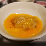 でら餃子 - 赤を卵黄に絡ませます。