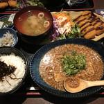 おばんざい鉢屋 - イカフライとそぼろ豆腐の定食