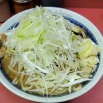 ラーメン二郎 桜台駅前店 - 上空からラーメン小+ネギ